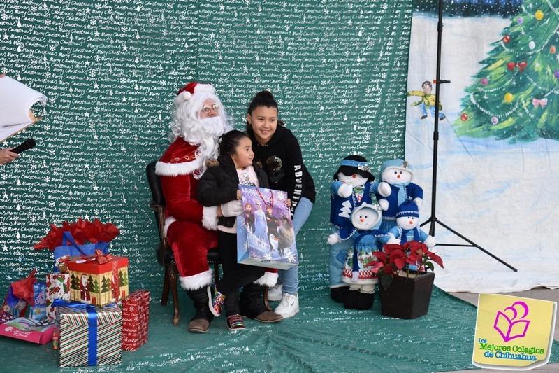 Santa visita a los niños del Colegio Kipling